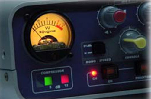 MB2400-VUmetro-iluminado_02